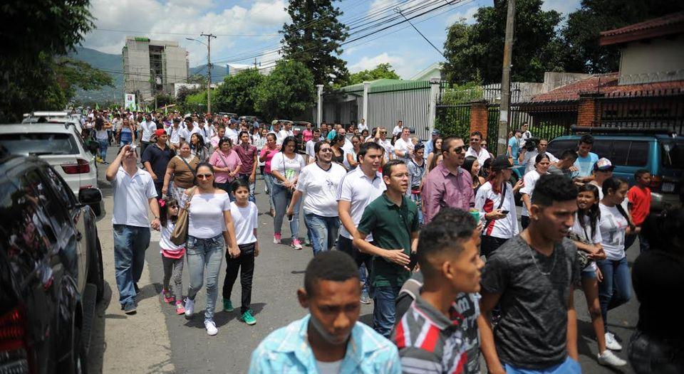 Manifestacion-casa-expresidente-Oscar-Arias_LNCIMA20160813_0072_5