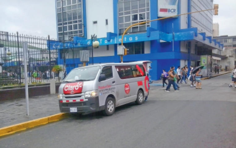 The two major offenders of using vehicles on public roads for sales are Claro and Movistar.