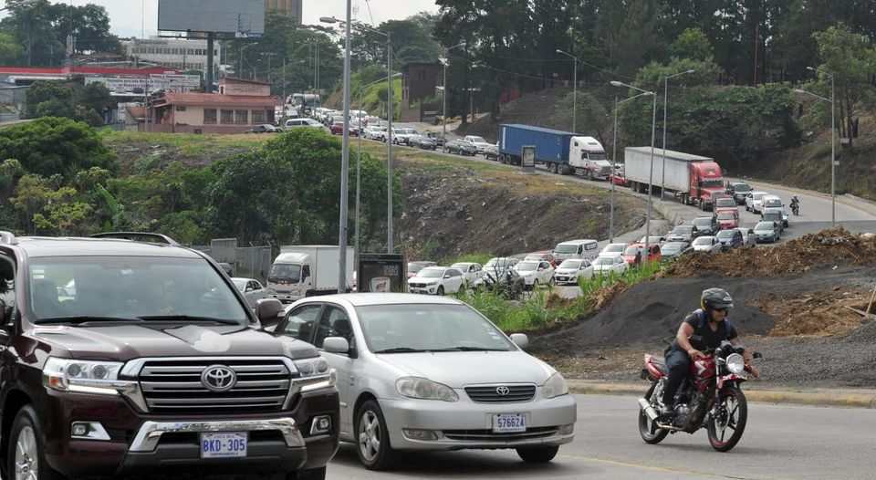 "Traffic on Wednesday, the third day of the ""flixible"" work hours of the public sector. Photo Alonso Tenorio, La Nacion"