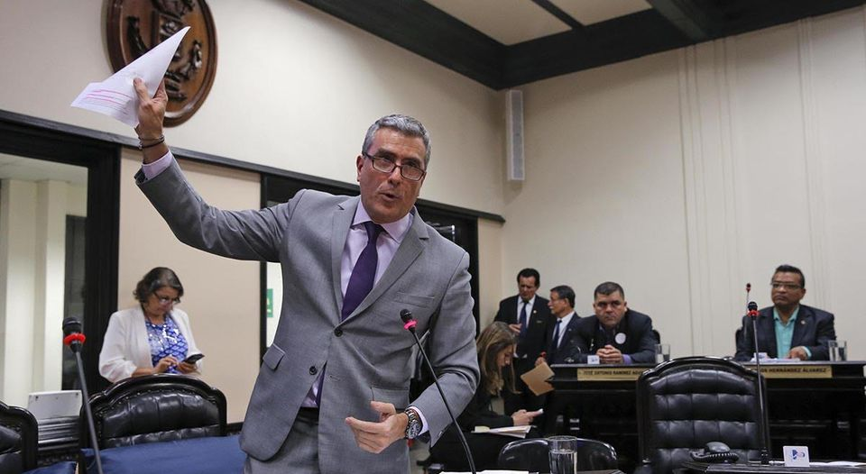 Legislator Otto Guevara tried to stall Monday's approval of the legislation with respect sexual relations between adults and minors. Guevara opposes the changes. Photo Mayela Lopez, La Nacion