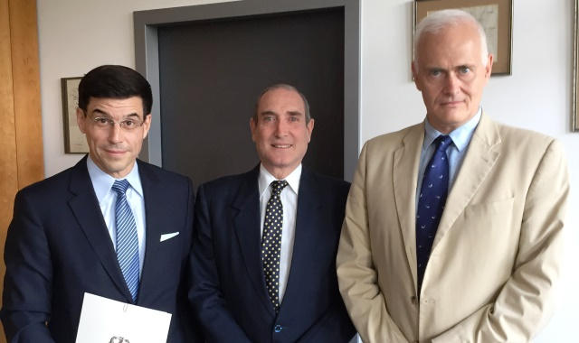 Carlos Lizano, charge d'affaires a.i. our Embassy in Germany, Ambassador designate of Costa Rica in Germany, Mr. Giancarlo Luconi Coen and Dr. Götz Schmidt-Bremme, Legal Director of Consular Affairs and the Federal Ministry of Foreign Affairs of Germany.