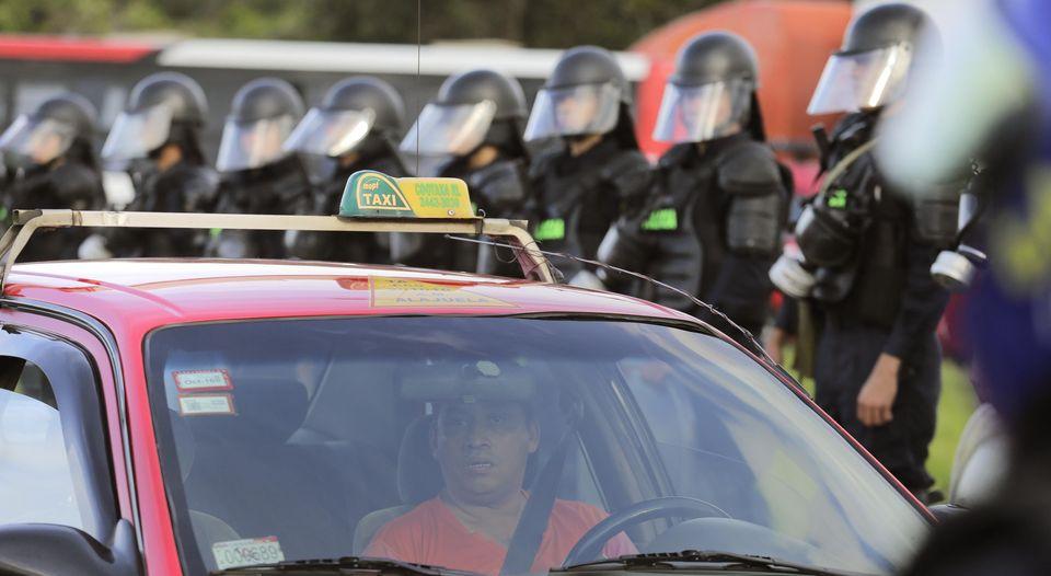 "Costa Rica's leading Spanish language newspaper, La Nacion, calls taxi drivers in yesterday's protest ""Big Losers"". Photo"
