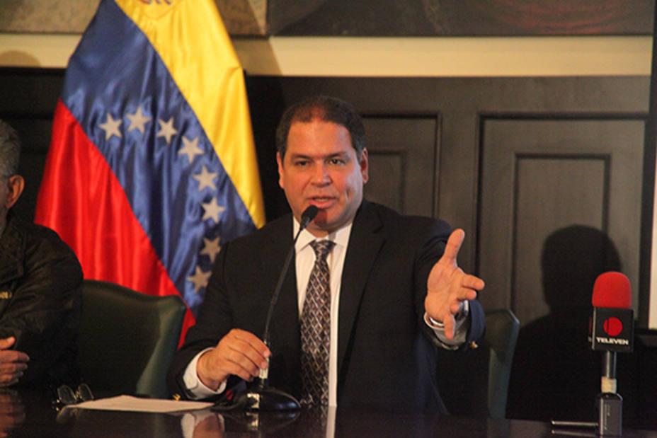 "The head of the Congress Foreign Committee, opposition deputy Luis Florido, said the government of President Nicolás Maduro ""turns its back on Venezuelans"" by wasting more than USD 120 million in the 17th Non-Aligned Movement Summit"