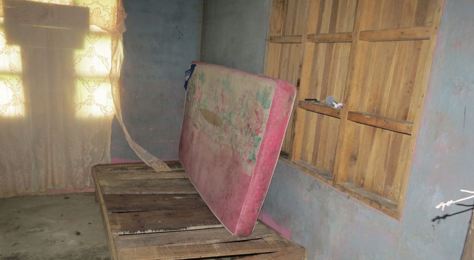 In the back of the bar Horcones in Chachagua San Ramon, they are some of the rooms in which women lived. The bad smell and dirt were palpable. The prosecution announced that it will ask the Ministry of Health that close down. | CARLOS HERNANDEZ