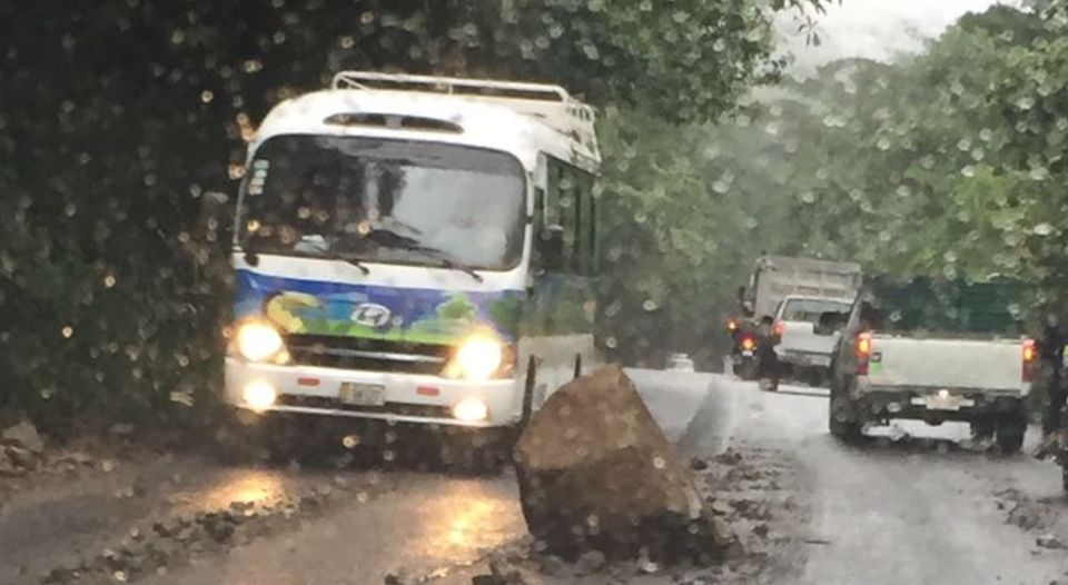 The CNE is working to rehabilitate roads to communities that were isolated in the southern zone, such as Puerto Jimenez.  CNE president Ivan Brenes said Monday that they have reinforced their actions.