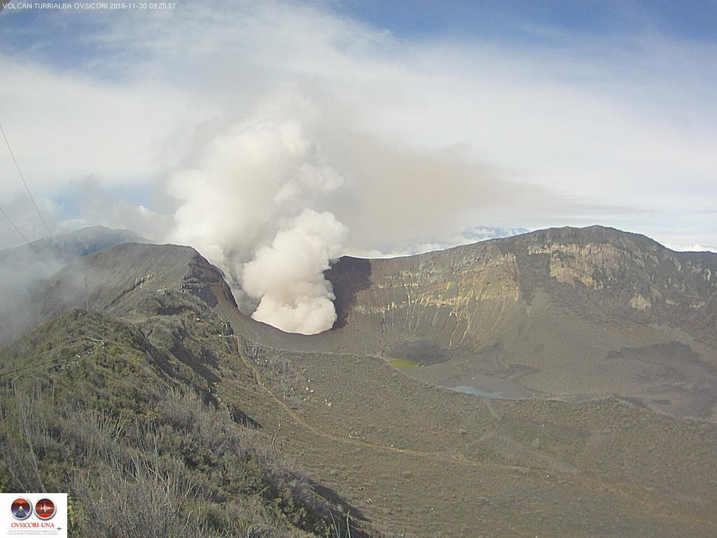 The Turrialba volcano at 9:26am, November 30, 2015 image from the live camera installed by the OVSICORI  about 600 meters east of the active crater (facing west)