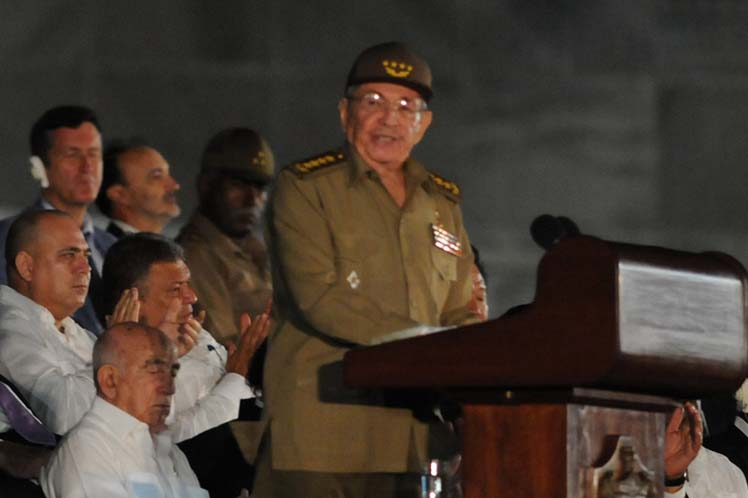 President Raul Castro has reaffirmed here the Cuban people''s willingness to continue the ideas and work of the Commander-in-Chief of the Revolution, Fidel Castro.