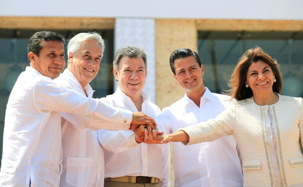 End of era of female presidents in latin america q costa rica sebastian pinera of chile juan manuel santos of colombia enrique pena nieto of mexico and laura chinchilla of costa rica pose for an official photo in m4hsunfo